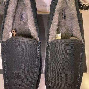 UGG Ascot corduroy slipper size 12